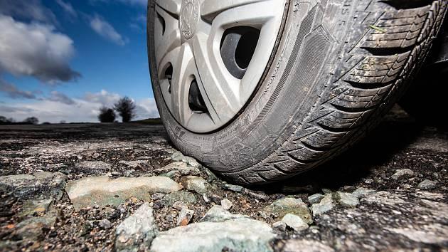 Silnice jsou po zimě zase v dezolátním stavu. Ilustrační foto