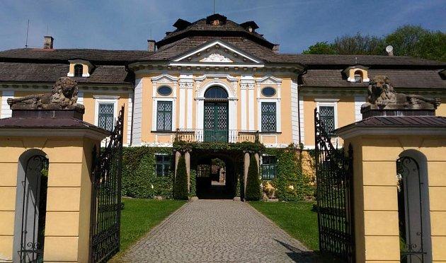 Na rekonstrukci zámku vÚsobí nechal Jaromír Polák 20let života.