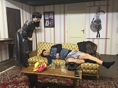 Lechtivá komedie v podání blanických ochotníků pobaví příchozí večer v pondělí v Kulturním domě Blaník.