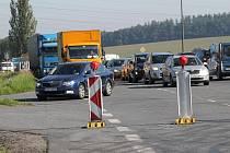 Uzavírka jízdního pruhu Praha - Tábor u Benešova po zhroucení částí mostku mezi Červenými Vršky a týneckou výpadovkou trvá.