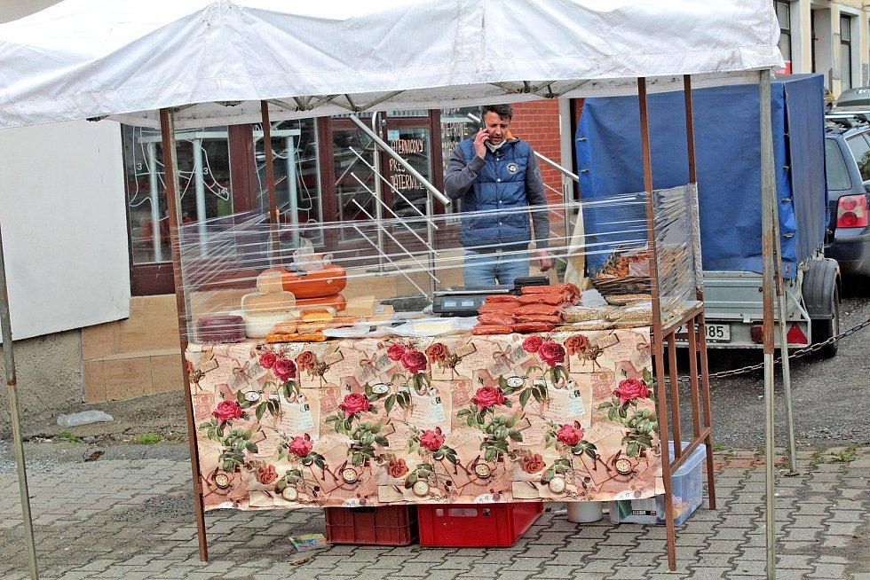 Z prvního farmářského trhu v Bystřici.