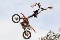 Česká freestylová motokrosová špička se zahraničními jezdci si zazávodí v sobotu v FMX parku Kavčák.