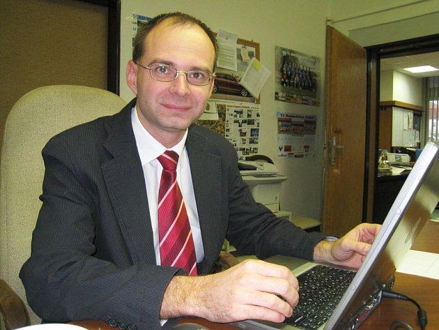 Bohumil Rataj v redakci Benešovského deníku při on-line rozhovoru