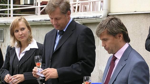 Helerová, Bendl a Petrík při otevírání rehabilitačního centra v Choceradech