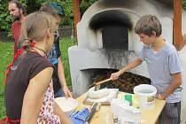 Žáci si mohli vyzkoušet například pečení chleba nebo práci se stolní vrtačkou.