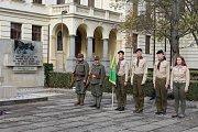 Pietní akt kladení věnců k 100. výročí republiky na Gymnáziu Benešov.