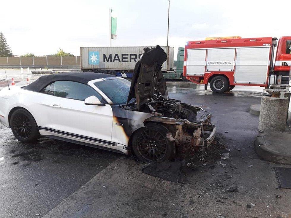 Požár auta na D1.