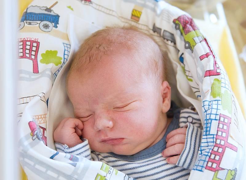 Štěpán Herman se narodil v nymburské porodnici 6. května 2021 ve 4.20 hodin s váhou 4030 g a mírou 51 cm. V Pečkách bude chlapeček vyrůstat s maminkou Kateřinou, tatínkem Jakubem a sestřičkou Alžbětou (3 roky).