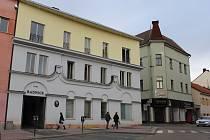 Hlavní objekt městského úřadu na Masarykově náměstí v Benešově.