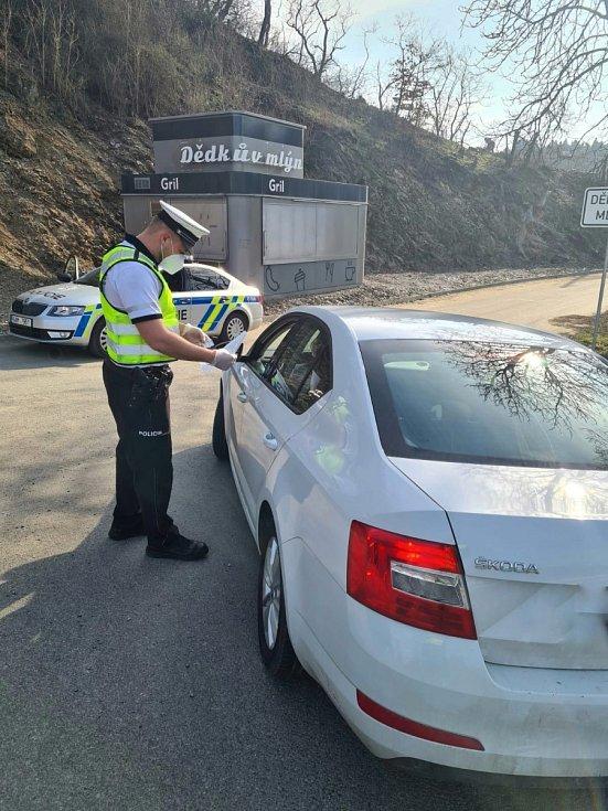 Policejní kontrola v době Velikonoc.