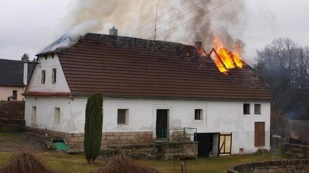 Nekontrolovaný komín může být příčinou otravy oxidem uhelnatým nebo požárem domu.