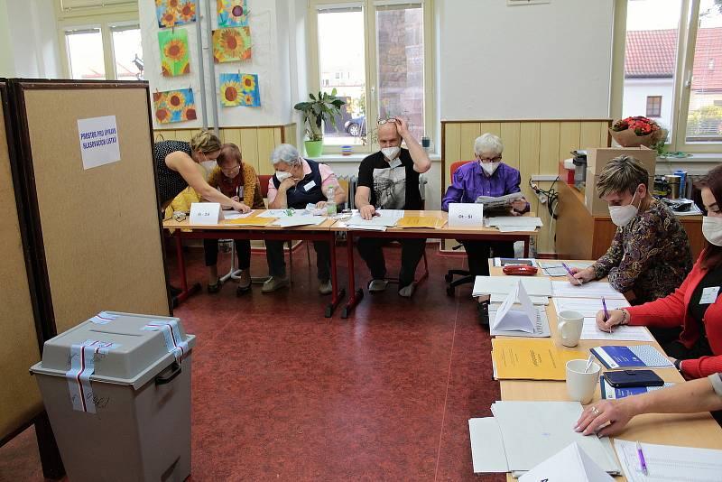 Parlamentní volby v Benešově. Volební okrsek číslo 2.