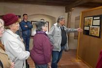 Slavnostní vernisáží začala výstava starých map Z historie obce Olbramovice.