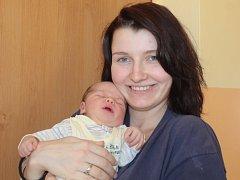 Malý Nicolas se narodil 30. března v 10.35. Při příchodu na tento svět vážil 3,80 kilogramu a měřil 51 centimetrů. Z chlapečka se raduje maminka Kateřina Vlčková z Líšna.