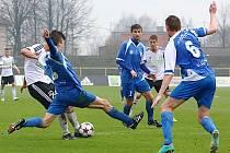 Fotbalisté Karviné (v bílém) přehráli v 19. kole Fotbalové národní ligy Vlašim 2:0.