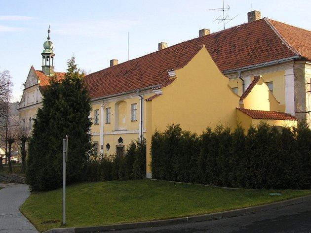 Za statické zajištění jižního a východního křídla kláštera zaplatí Votice navíc 750 tisíc korun.