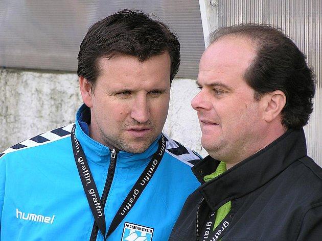 Roman Nádvorník (vpravo) a asistent Petr Frňka.