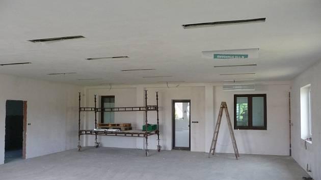 Přístavba mateřské školy by měla začít fungovat 1. září letošního roku.