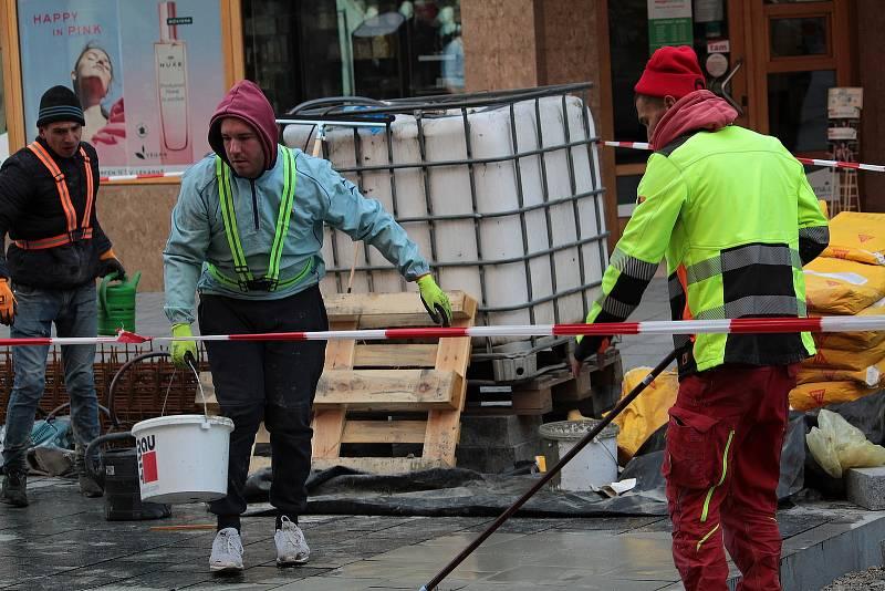 Rekonstrukce dlážděné vozovky v Tyršově ulici v Benešově.
