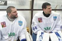 Brankáři. Brouka v hlavně měl před semifinále trenér Vlašimi Čičatka, koho postavit do branky. Nakonec se rozhodl pro Filipa Šindeláře (vpravo), což respektoval i Michal Straka.
