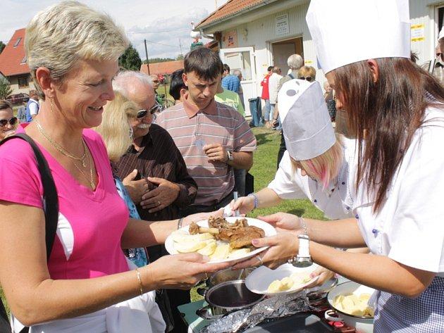 Každý ze 24 soutěžících měl za úkol připravit 10 porcí husí pečínky, která se servírovala nejlépe se sladkou a někdy s kapalnou tečkou.