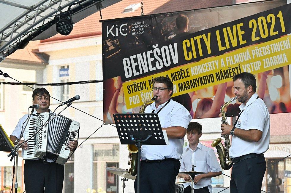 Z posvícenského programu na Masarykově náměstí v Benešově.