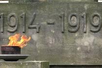 Pietními akty u gymnázia a mauzolea na novém hřbitově si veřejnost připomněla 64. výročí konce druhé světové války a osvobození ČSR od německých fašistů