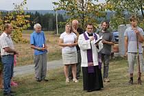 Mše svatá a žehnání křížové cestě ve Vestci.