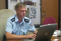 Vedoucí votického oddělení PČR při online rozhovoru v redakci Benešovského deníku.