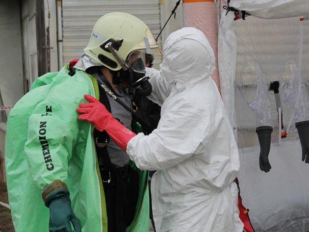 """Taktické cvičení složek Integrovaného záchranného systému a štábu krizového řízení """"Ptačí chřipka 2014""""."""