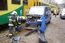 Nehoda auta a vlaku se obešla bez zranění.
