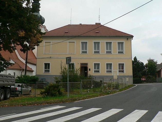 BUDOVU bývalé školy plánuje vranovské zastupitelstvo zrekonstruovat pro potřeby obecního úřadu a obyvatel.