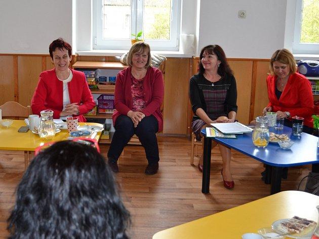Ředitelky z okresních mateřských školek přišly na setkání se zástupkyněmi z MŠMT.