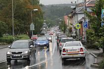 Dopravní provoz v Čechově ulici v Benešově.