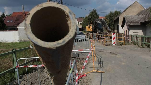 Výstavba vodovodu, ilustrační foto
