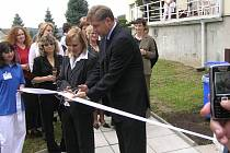 Při slavnostním zprovoznění 2. října 2006 nešetřili krajští radní i úředníci a představitelé nemocnice úsměvy