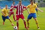 Zkušený Tomáš Matějka (v červenobílém) si v ČFL užil velkou chvíli slávy, vstřelil gól téměř z poloviny hřiště.