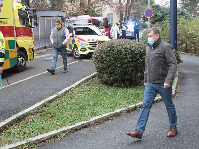 Hromadný transport pacientů s covidem-19 z Benešova do pražského Motola se uskutečnil ve čtvrtek 12. listopadu 2020.