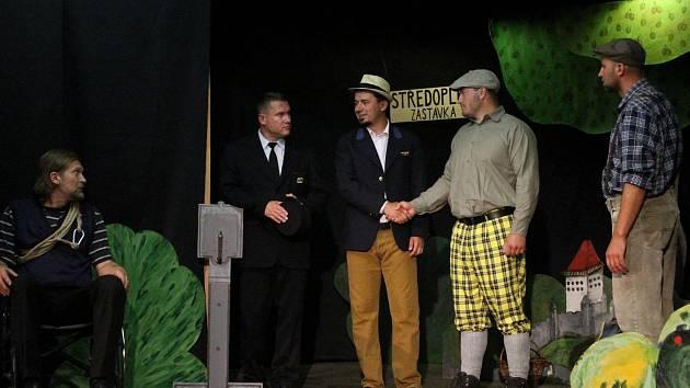 Premiéru hry Švestka si užili diváci v louňovickém zámku.