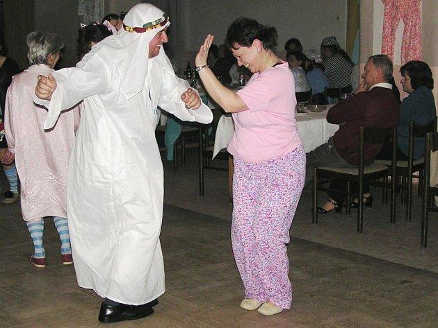 Pyžamový ples v sále U Hlaváčků je už vyhlášený. Po předloňských Sklepmistrech, loňském Keksu letos zahraje kapela Rucenohy Music Band