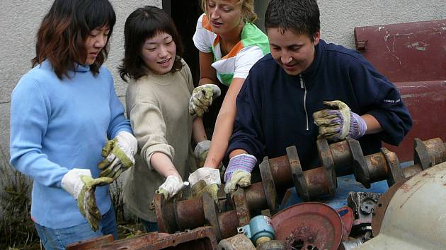 V Mezně pomáhají i Korejky.