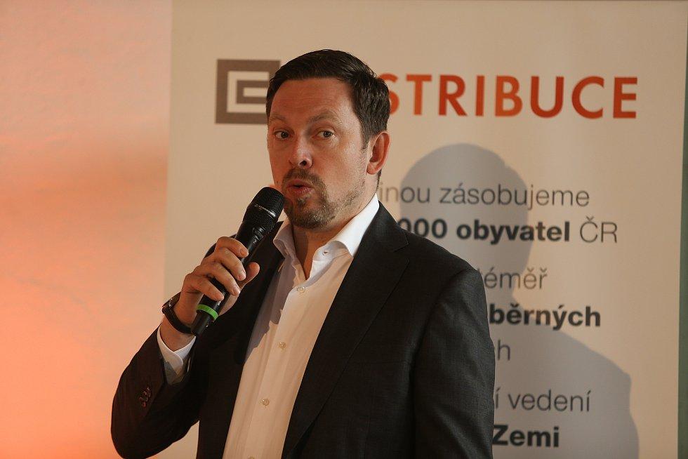 Tisková konference ČEZ Distribuce se v transformovně v Řeporyjích konala ve čtvrtek 18. června. Akci jsme navštívili s redakčním objektivem. Na snímku generální ředitel ČEZ Distribuce Martin Zmelík.