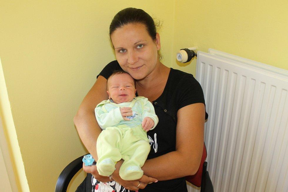Manželé Lucie a Jaromír Ulrichovi jsou od 4. května rodiče Matyáše. Ten se narodil ve 22.34, kdy měl 3 600 gramů a 51 centimetrů. Doma v Břežanech se na něj těšily sestry Natálie (10) a Nikola (4).
