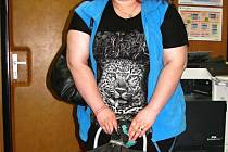 Jana Šustová ze Samechova přivezla do redakce 15 kilogramů víček.