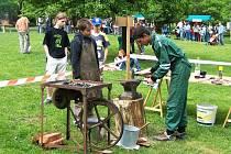 Na Den dětí přijíždějí k polosamotě Buchov stovky lidí užít si příjemný den na venkově s kulturou i řemesly