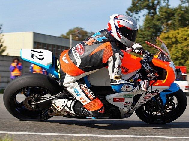 Silniční motocyklový závodník.