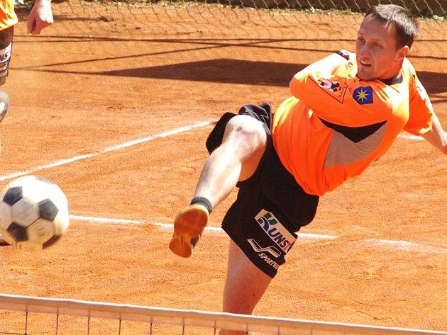 Benešovský univerzál Petr Stejskal po vážné nemoci znovu hraje v reprezentační formě, o víkendu neprohrál jediný dílčí zápas.