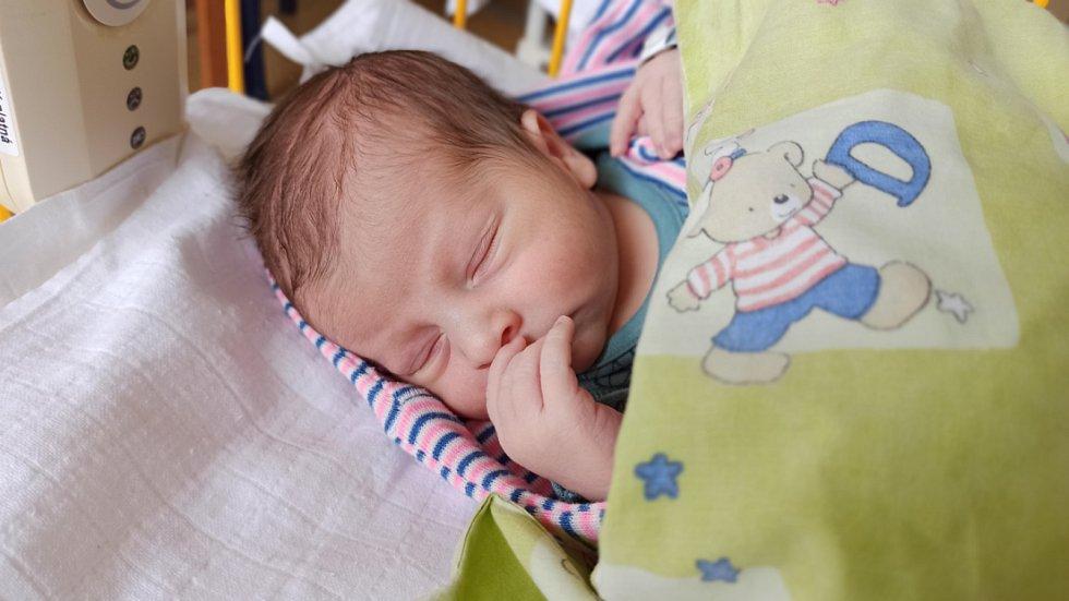 Antonín Růžek se narodil 19.března mamince Lucii a tatínkovi Václavovi z Michalovic u Mladé Boleslavi. Po porodu vážil 2980 gramů a měřil 49 centimetrů. Doma si ho užívá bráška Vašík (1,5).