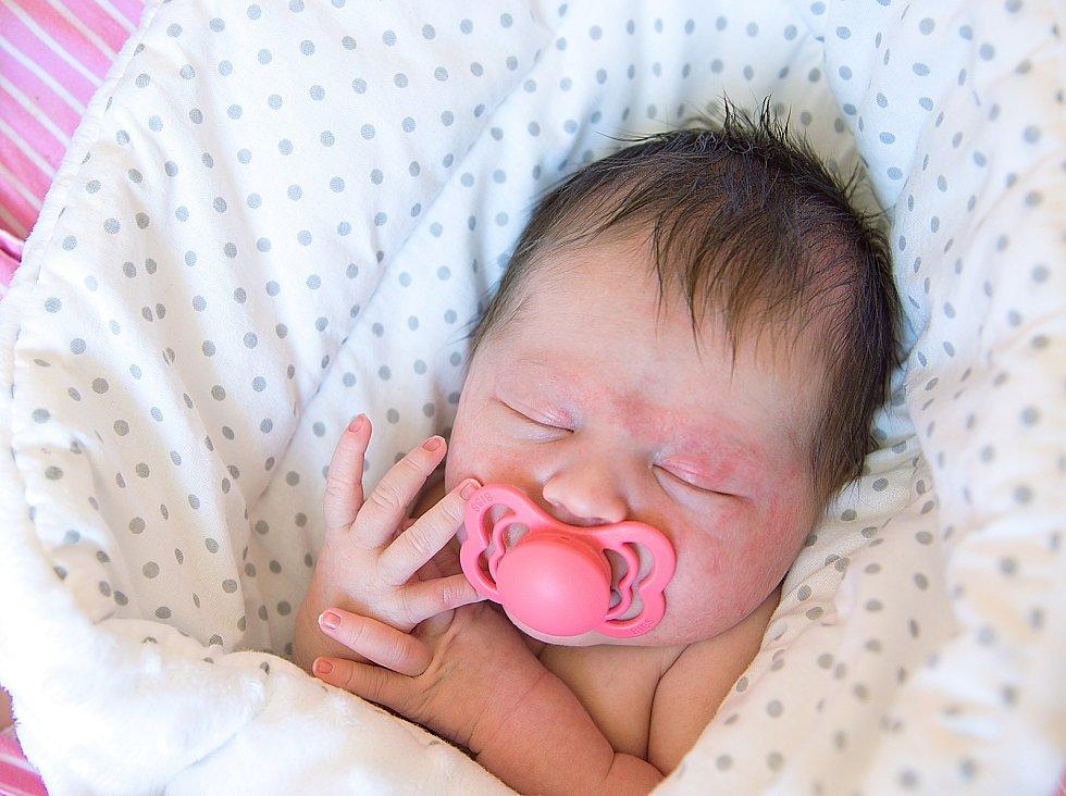 Ema Ortbauerová se narodila v nymburské porodnici 20. dubna 2021 ve 4.24 hodin s váhou 3020 g a mírou 47 cm. V Křinci bude prvorozená holčička vyrůstat s maminkou Helenou a tatínkem Liborem.