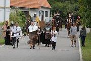 Průvod se svatým Václavem přivítalo obecenstvo pod Blaníkem.